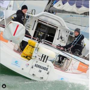 Pierre-Louis et son coskipper Callista lors de la Normandie Channel Race en 2019. Roseup association. Rosemagazine