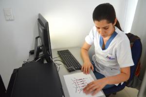 En Colombie, des femmes aveugles ont été formées.à détecter les tumeurs mammaires - roseup association