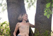 Après un cancer du sein et une mastectomie bilatérale, Carine n'a pas souhaité se faire recontruire - roseupassociation - rosemagazine