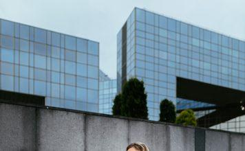 Chloé Brami, médecin cancérologue, enseigne la méditation pleine conscience aux étudiants en médecine - roseupassociation - rosemagazine - Photographe : Benjamin Decoin