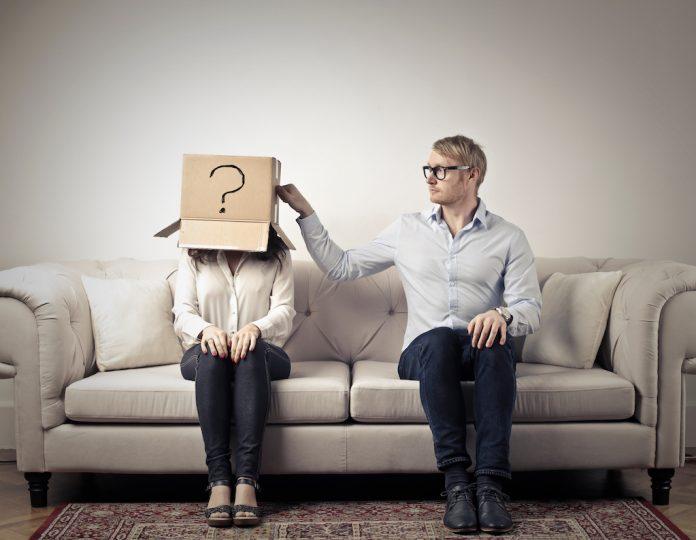 Pour nombre de célibataire, il est difficile de se mettre en couple quand on a un cancer. Roseupassociation. Rosemagazine
