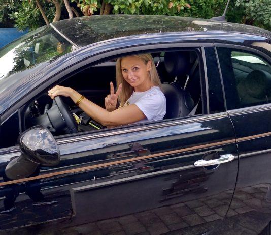 Depuis son cancer, Dina a osé passer son permis de conduire - roseupassociation - rosemagazine