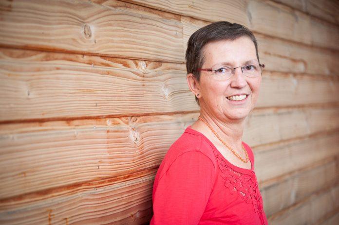 A cause de la chimiothérapie qu'elle a reçu pour traiter son cancer du sein, Isabelle a développé une neuropathie qui a touché sa vessie - roseup association