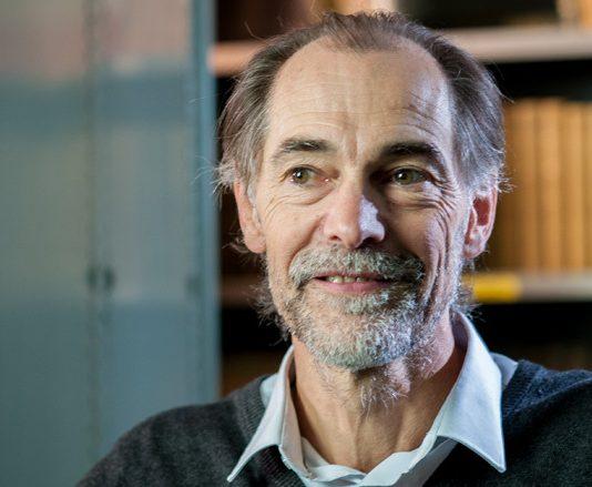 Joël Doré étudie le rôle du microbiote en cancérologie - roseup association face aux cancers osons la vie