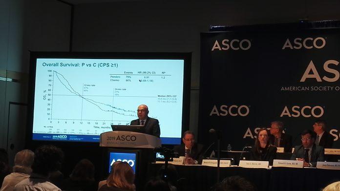 J. Tabernero présente les résultats de l'étude KEYNOTE-062 à la conférence de presse de l'ASCO - roseup association
