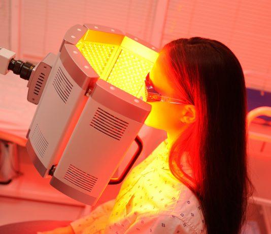 La photobiomodulation permet de traiter des effets secondaires du cancer grâce à la lumière - roseupassociation - rosemagazine