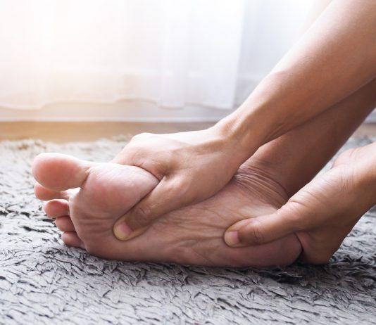 Les traitements contre le cancer peuvent provoquer une inflammation au niveau des mains et des pieds appelé syndrome mains pieds - roseupassociation -rosemagazine