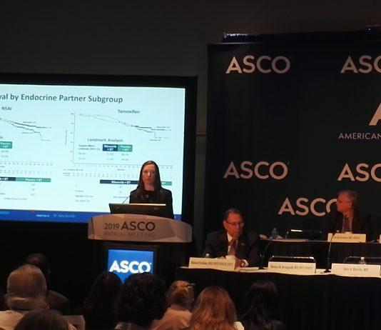 Sara Hurvitz présente les résultats de l'étude MONALEESA-7 à la conférence de presse de l'ASCO - roseup association