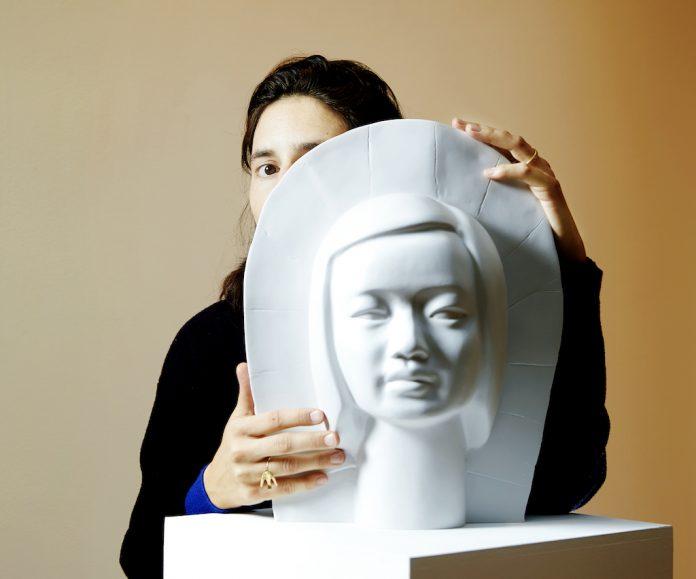 Soignée en 2016 pour un cancer du sein, la plasticienne française est le sujet de son propre travail. Une démarche artistique qu'elle a filmée en documentaire : Serendipity. Une œuvre qui parle à toutes--RoseUp Association Face aux cancers osons la vie-Léa Crespi