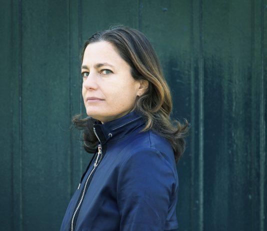 Le nouveau roman de Colombe Schneck : Deux petites bourgeoises ©Patrice Normand roseupassociation rosemagazine