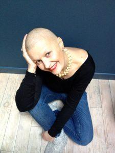 Après son cancer du sein, Laurence a décidé de devenir tatoueuse d'aréoles mammaires - roseupassociation - rosemagazine