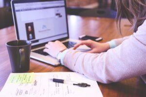 Le retour à l'emploi peut être difficile après un cancer - roseupassociation - rosemagazine