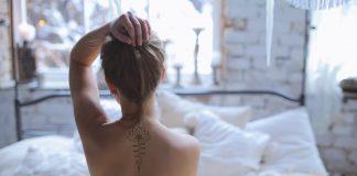 cancer-oser-temoignage-caroline-tatouage-RoseUp Association Face aux cancers osons la vie-shutterstock_600688826