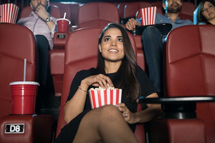 Karima a osé aller au cinéma seule après son cancer - roseupassociation - rosemagazine