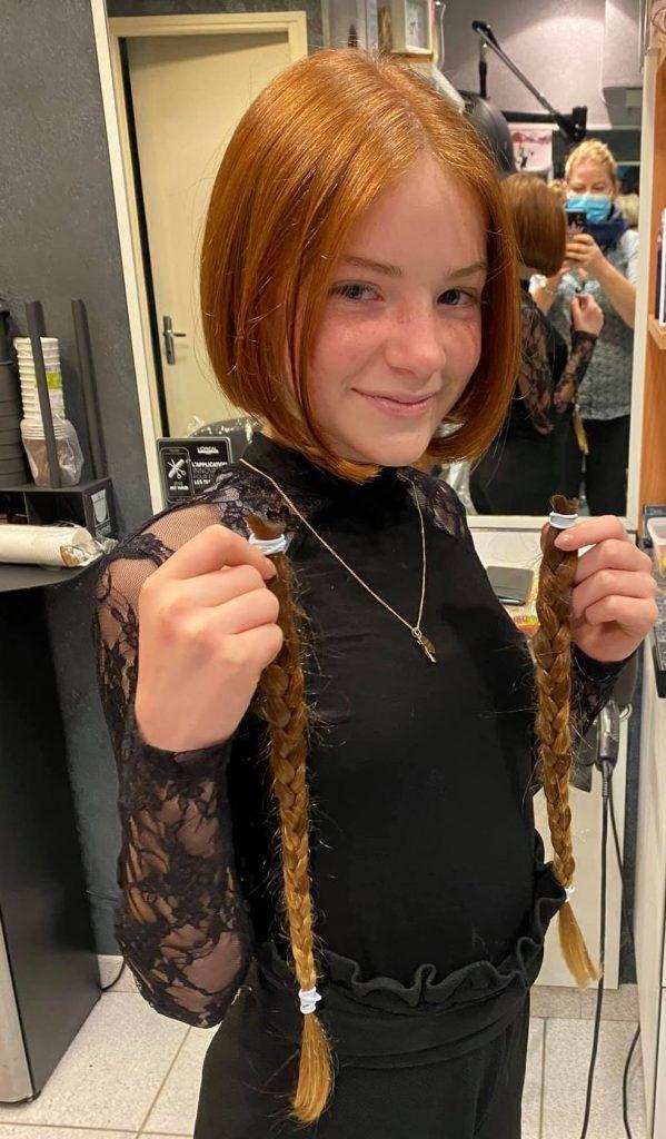 Don de cheveux : l'initiative d'une jeune survivante du cancer