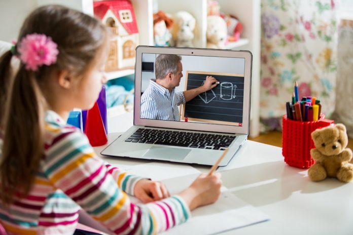 Les enfants de parents à risque face au Covid-19 pourront bénéficier gratuitement des cours à distance du CNED - roseupassociation - rosemagazine
