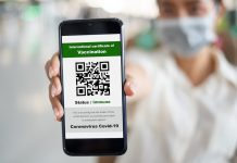 pass-sanitaire-hopitaux-RoseUp Association Face aux cancers osons la vie-shutterstock_1916455079