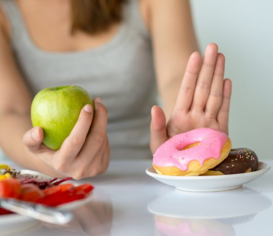 Contrairement aux idées reçues, aucune étude de démontre que la privation de sucre n'améliore pas les chances de guérison ou la survie des malades de cancer - roseup association